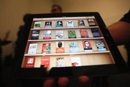 Apple unveils interactive iPad textbooks